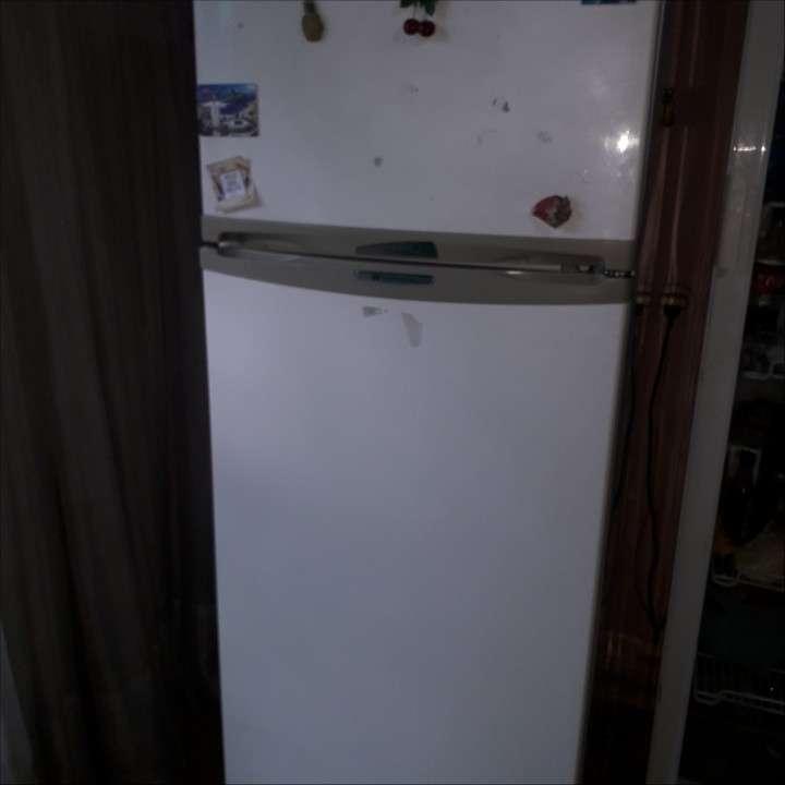 Heladera doble puerta 400 lts a reparar - 0